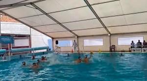Un momento del partido disputado este domingo en la piscina del CN Caballa