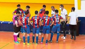 Los integrantes del Puerto, en un tiempo muerto, durante el partido del sábado, que ganaron por 3-2