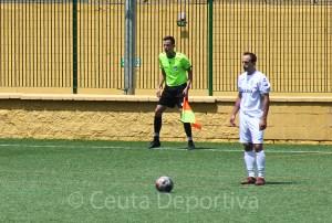 Aimar Gulín, durante el partido de su estreno con la AD Ceuta FC ante el Salerm Puente Genil