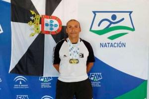 Manuel Pastor, con sus tres medallas