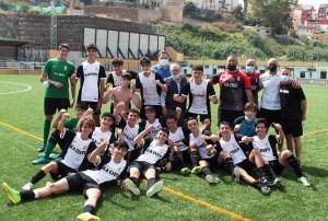 Los cadetes del Deportivo Ceutí celebran en título en el 'José Benoliel' / Foto: FFCE