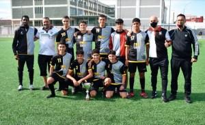 El Sporting Atlético, con el trofeo de subcampeón / Foto: FFCE