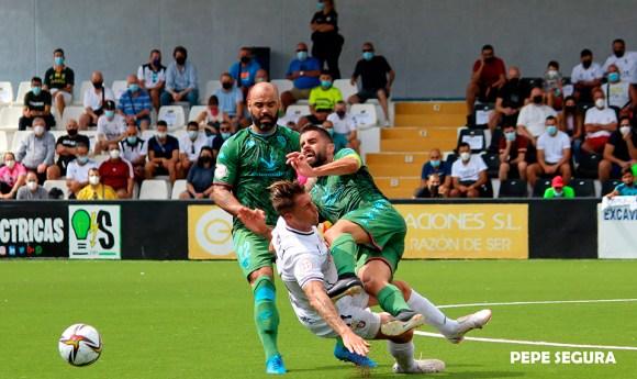 El Ceuta quiere levantarse cuanto antes del golpe de la primera jornada ante el Villanovense