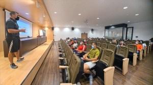 Luis Enrique Ramos, dirigiéndose al alumnado / Foto: FFCE