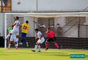 Lolo Cortés, en la portería del Ceuta B, durante el partido del pasado sábado ante el Tomares