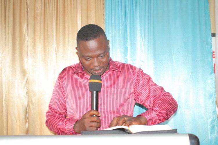 Marchons d'une manière digne, Dr Abraham Agouze