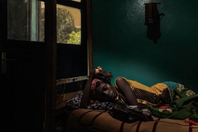 Africa, Chad, 13th October 2018. AIDS has grown exponentially since the fighting in the Boko Haram war took a turn for the worse due to the sexual violence perpetrated by the Islamists. Arta Brachir, aged 12, admitted to hospital for a suspected case of malaria, was diagnosed HIV positive. Fearful of the stigma, her grandmother conceals the way she contracted the infection, telling people she caught it while she was having her hair plaited. Africa, Ciad, 13 Ottobre 2018.L'AIDS è cresciuto in modo esponenziale dopo l'acuirsi della guerra di Boko Haram a causa delle violenza sessuale commesse dagli islamisti. Arta Brachir di 12 anni ricoverata in ospedale per un sospetto caso di malaria le è stata diagnosticata l'infezione del HIV. Per paura di stigmatizzazione la nonna nasconde il vero motivo del contagio dicendo che la nipote la ha contratto mentre le facevano le trecce.