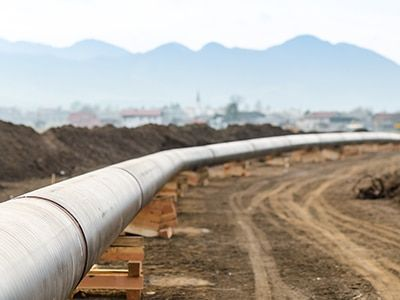 Performing quantitative risk analysis for transmission pipelines