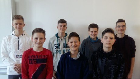 Die Klassensieger beim Schulentscheid (v.l.n.r.: hinten: Florian Raadts, Matthias Buchorn, Justus Vogel, Marius Pesch vorn: Noah Minnebeck, Robin Adamietz, Henrick Petersen fehlend: Nick Musetti, Felix Heinzelmann)