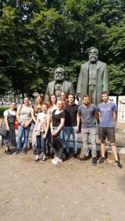 am Marx-Engels Denkmal