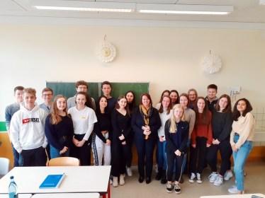 Besuch von Frau Elfriede Meurer (Abgeordnete der CDU im Landtag und erste Beigeordnete der Stadt Wittlich) bei der Klasse 10B im Rahmen der Projektteilnahme am 35. Schülerlandtag.