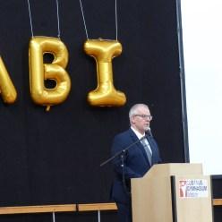Herr Mayer, Schulleiter unserer Schule, während seiner Rede für die Abiturientinnen und Abiturienten