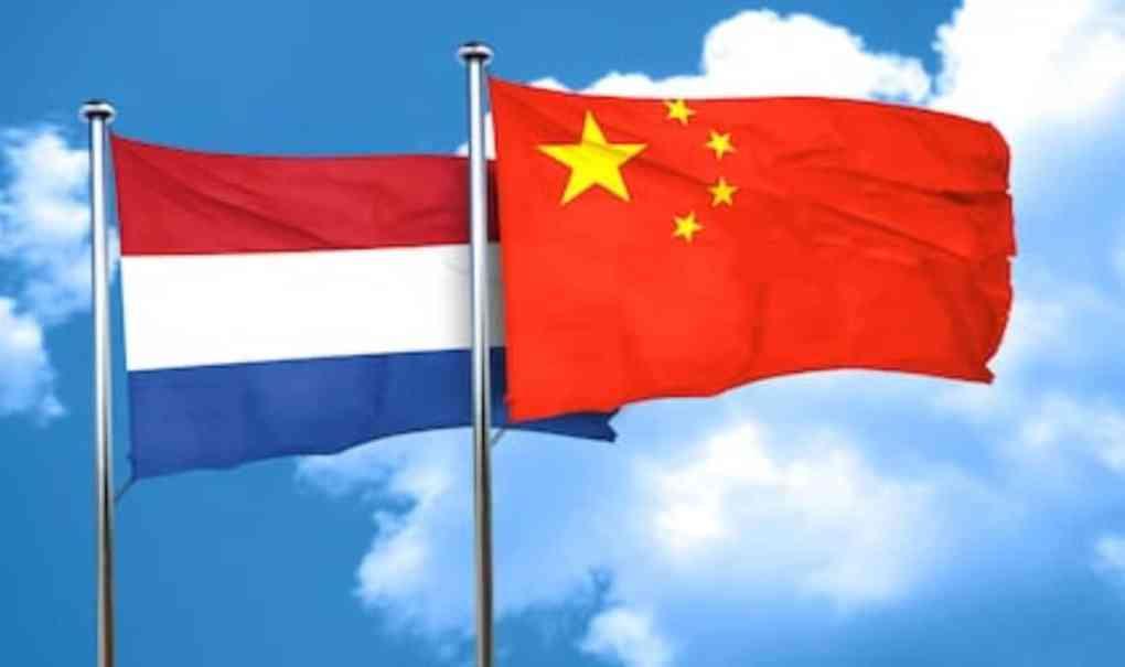 De China Strategie van het Kabinet is geen Strategie Netherlands China flags