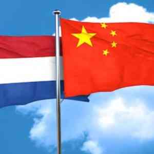 De China Strategie van het Kabinet is geen Strategie Netherlands China flags  Nieuws Netherlands China flags