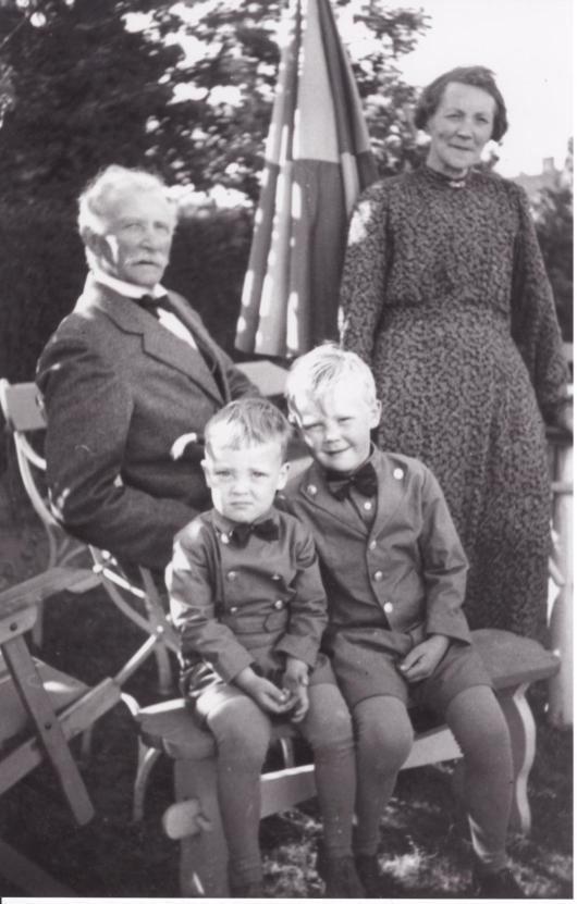 Jöns Jönsson och Anna Andersdotter med barnbarn