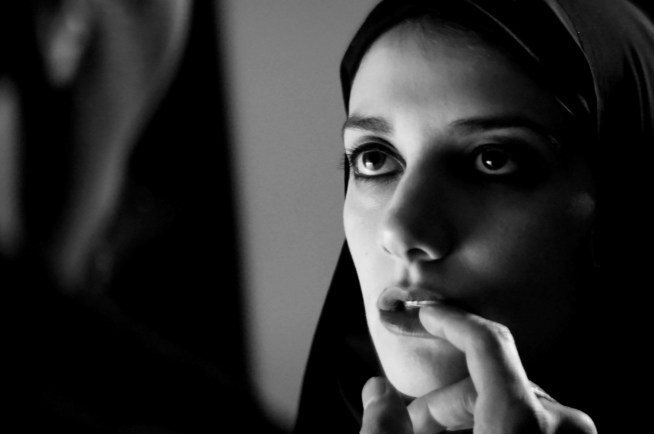 A Girl Walks Home Alone At Night (Movie) Review 2