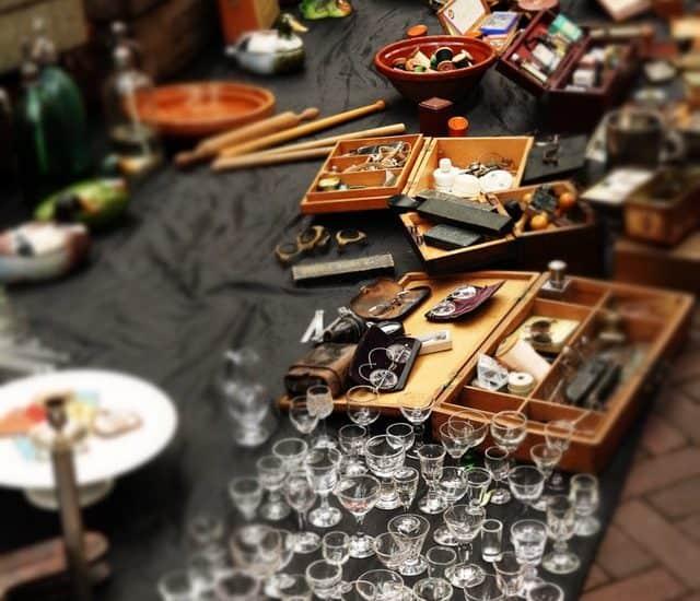 tips for buying at garage sales yard sales