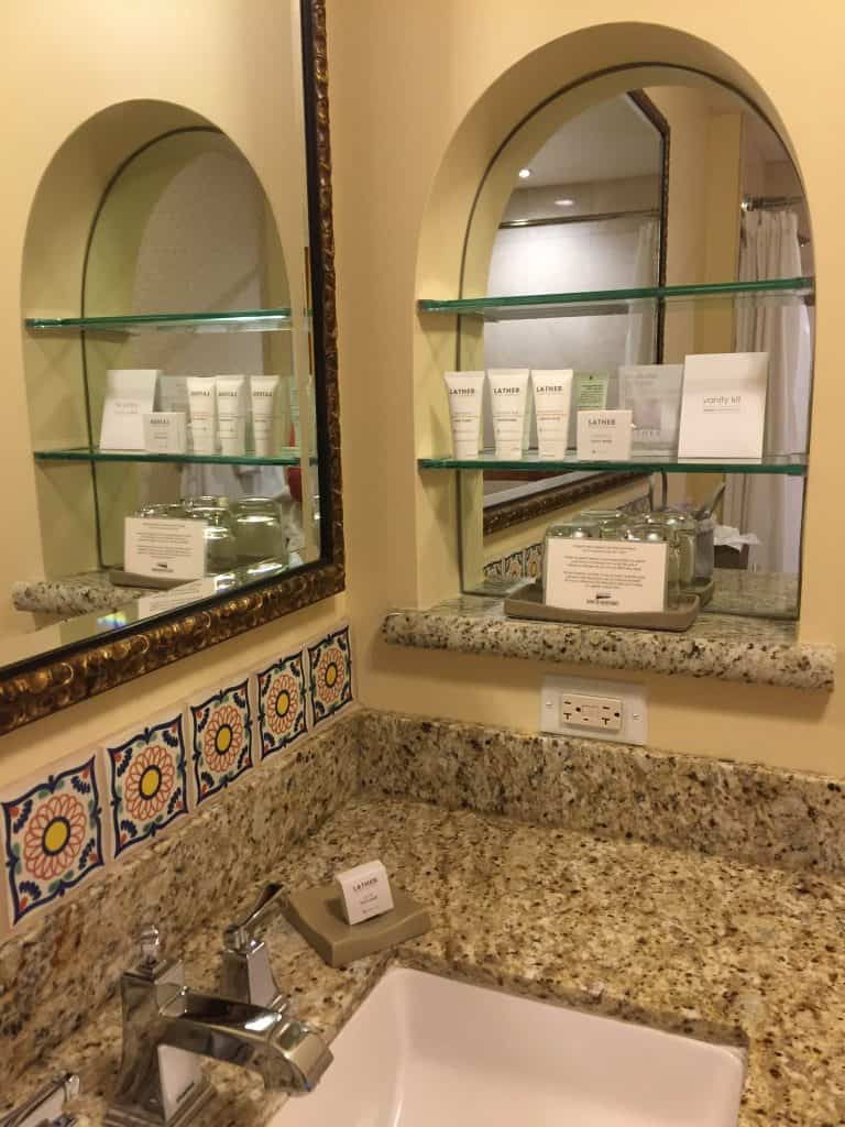 Review - Casa Munras Garden Hotel & Spa Monterey, California bathroom