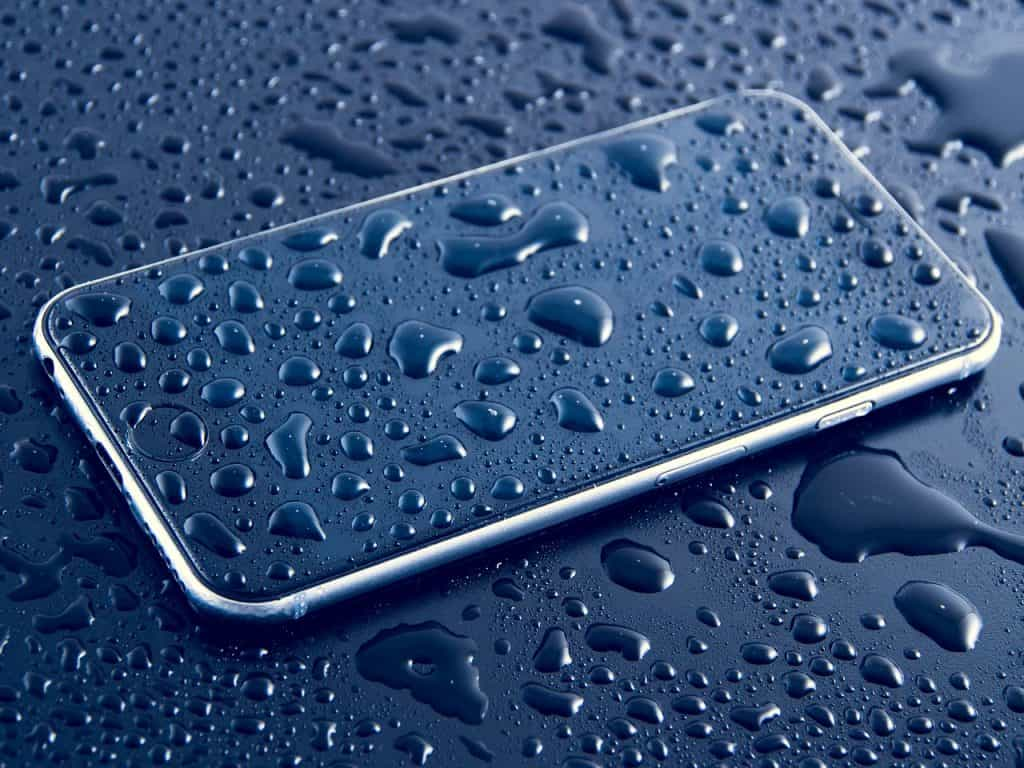 Way To Save a Wet Smartphone