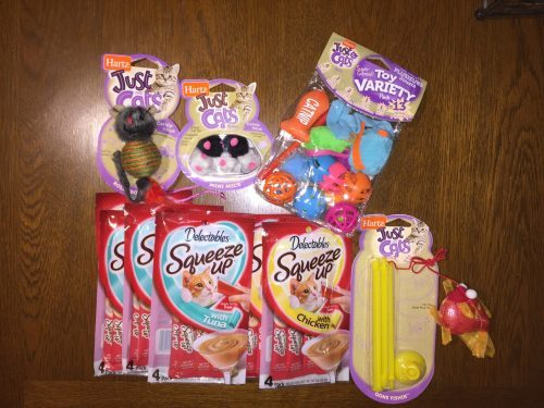 Pawtastic Hartz Delectables SqueezeUp Cat Treats - Review treats and toys