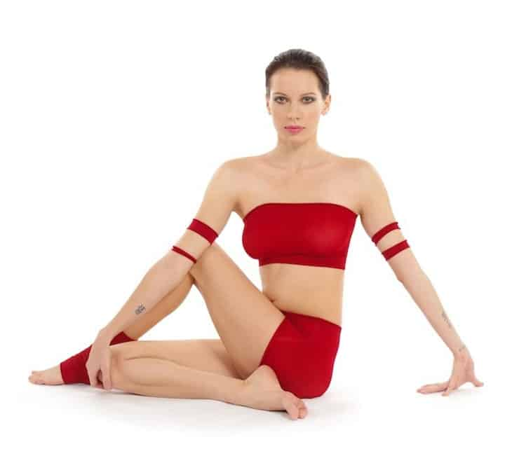 Ardha-Matsyendrasana_Yoga-Asana_Nina-Mel-min