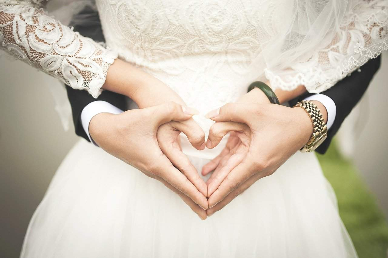 heart wedding dress hands