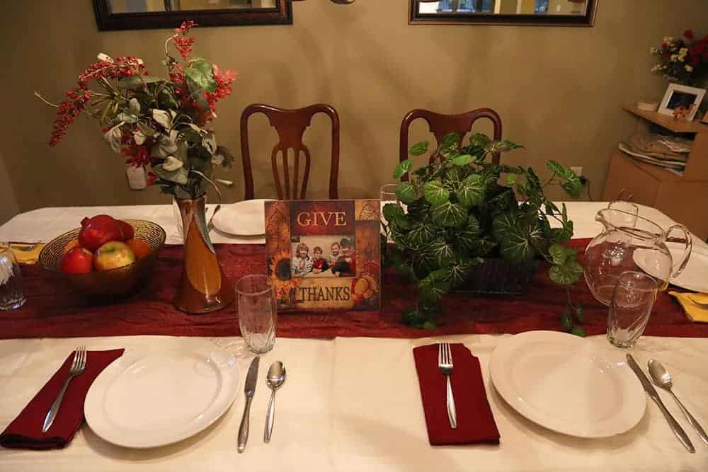 thanksgiving table decorations on a budget from Goodwill