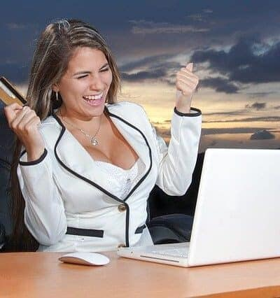 markting online - woman with credit card at computer