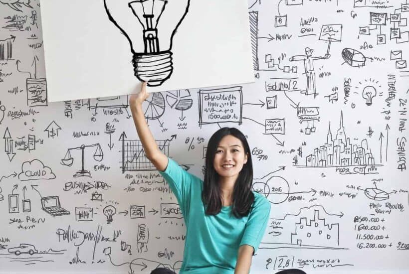 woman-draw-a-light-bulb-in-white-board-3758105 (1)