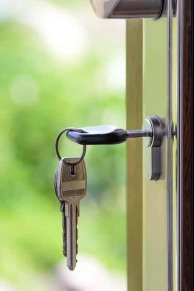 key in the door keyhole