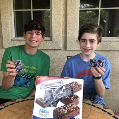 Giveaway: $25 Visa Gift Card + Entenmann's® Minis Sprinkled Iced Brownies