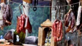 詰め込み肉(干し肉、ベーコン、豚の腸詰)