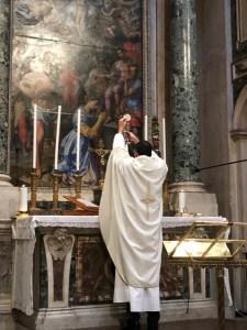 Missa na importante Basílica de Santa Maria Maior (Roma).