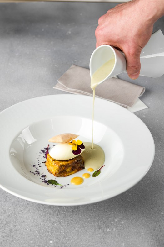Crema de Carxofa Prat, cruixent de cap i pota, mascarpone i pa bufat