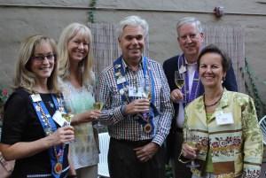 Vice Conseiller Gastronomique Barbara Lancor, Sue Flischel, Vice Chancelier-Argentier Honoraire David Szkutak, Chevalier Lee Flischel