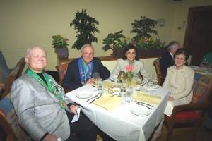 Bailli Peter Hainline, Irwin Weinberg, Barbara Weinberg, Mary Hainline