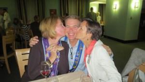 Dame Susan Verschoor, Vice Chancelier-Argentier Dave Szkutak, and Joan Szkutak