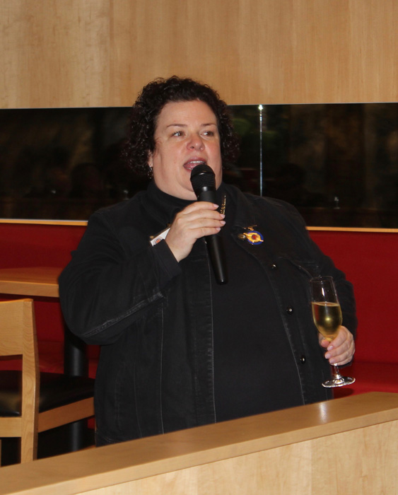 Echanson Provincial Mary Horn introducing the champagnes