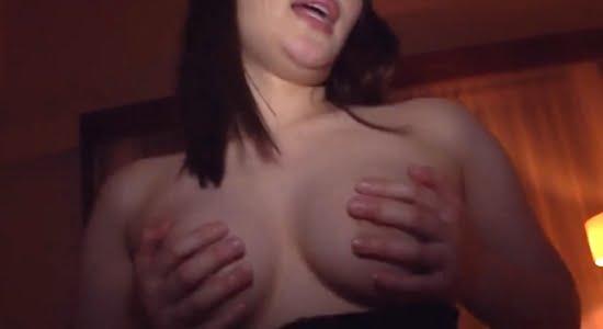 新井恵美 手ブラで激しく上下運動する疑似セックス