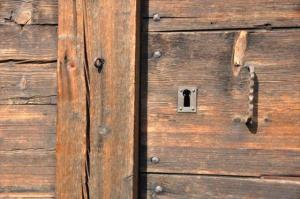Porte du grenier Beaufortain Détail de la porte du Mazot