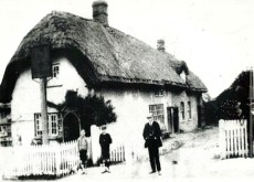 The Queens Head public house is recorded from at least 1822. though in 1821 it was described as the Three Horse Shoes or Queens Head.