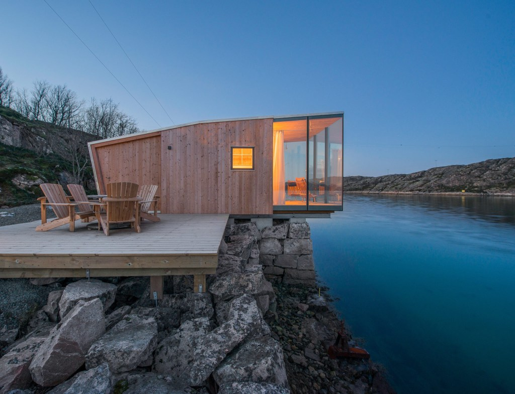 Norwegian cabin in wood and glass, creating minimal environmental impact.