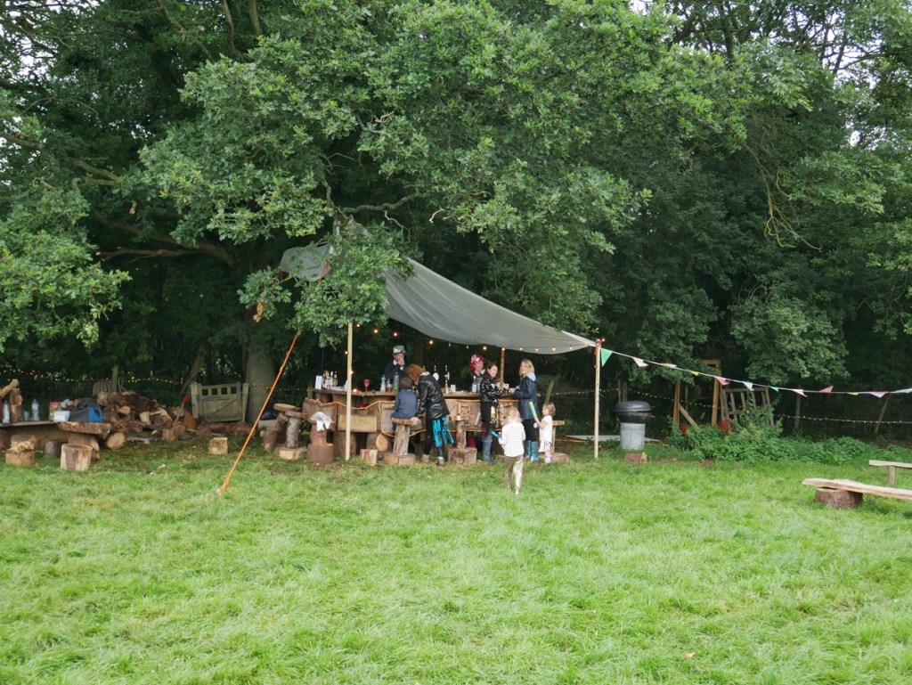 At this beautifully handmade oak bar, festival goers were offered all sorts of great drinks like sangria, prosecco, craft beer and, of course, smoothies!