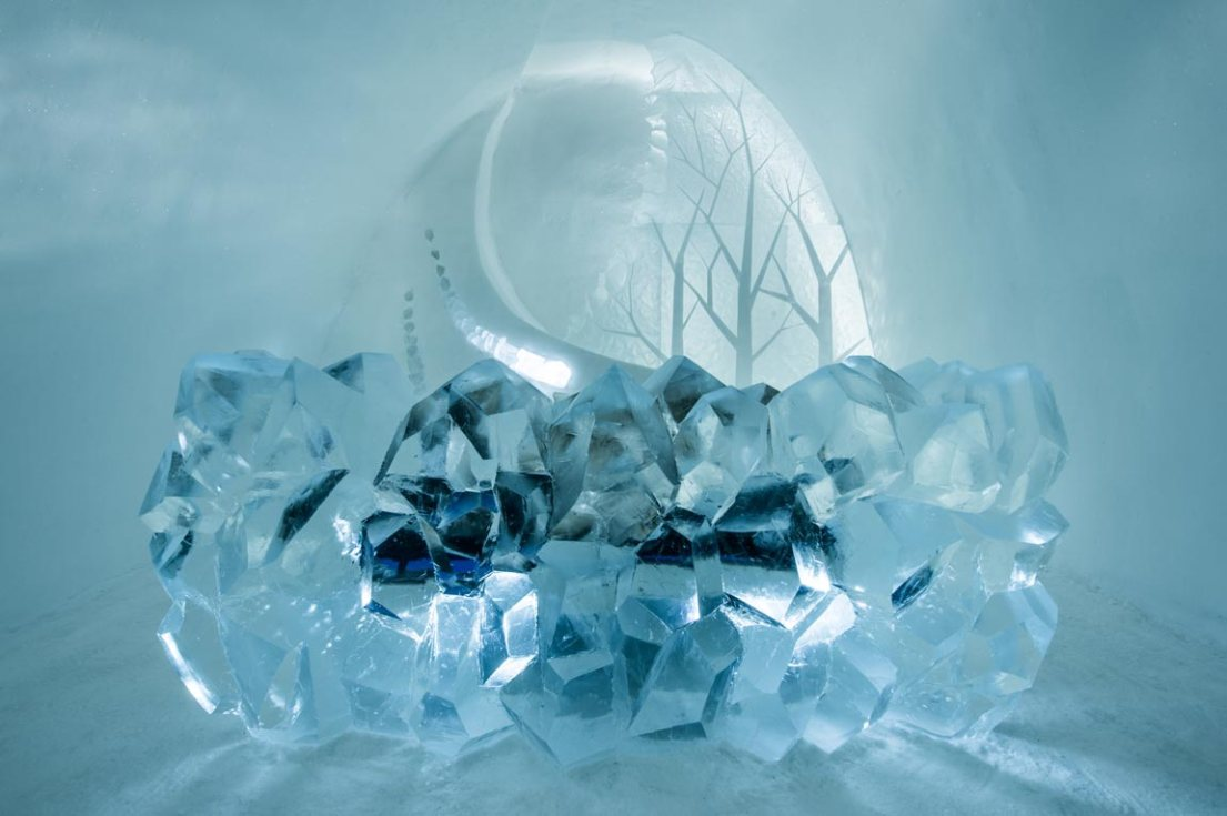 geometric icehotel design, this is the Radiance art suite at the ice hotel