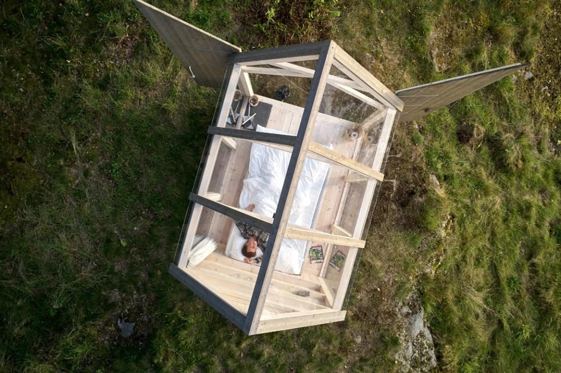 72 hour glass cabin in Sweden. Image by Jonas Ingman. For info: https://www.vastsverige.com/en/the72hourcabin/