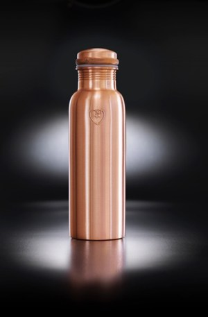 "Copper metal water bottle in a smooth matte texture. The ""Athlete"" bottle has an extra wide mouth so you can drink easily and pop ice cubs inside. The pure copper naturally charges to water with antioxidant, anti-inflammatory and anti-microbial properties. This helps ease digestive and joint ailments, improves red blood cells, helps regenerate skin cells and more! Also available in hammered texture, all on Chalk & Moss (chalkandmoss.com)."