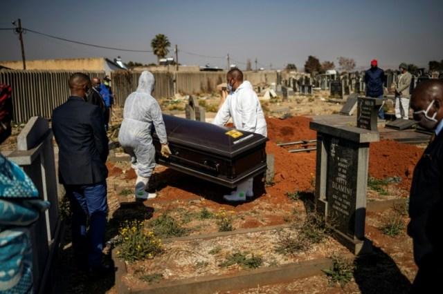 Funérailles d'une personne décédée du coronavirus, le 24 juillet 2020 à Soweto, en Afrique du Sud (AFP/Archives - Michele Spatari)