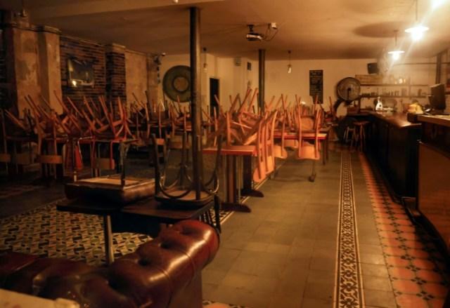 Intérieur d'un bar fermé à Paris le 6octobre 2020 (AFP - THOMAS COEX)