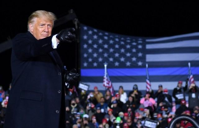 Le président américain Donald Trump lors d'un meeting de campagne à Waukesha, dans le Wisconsin, le 24 octobre 2020 (AFP - MANDEL NGAN)