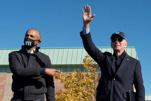 L'ex-président américain Barack Obama et Joe Biden lors de sa campagne présidentielle à Flint, dans le Michigan, le 31 octobre 2020 (AFP/Archives - Jim WATSON)